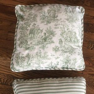 Set of 2 Vintage Colonial Toile Pillows